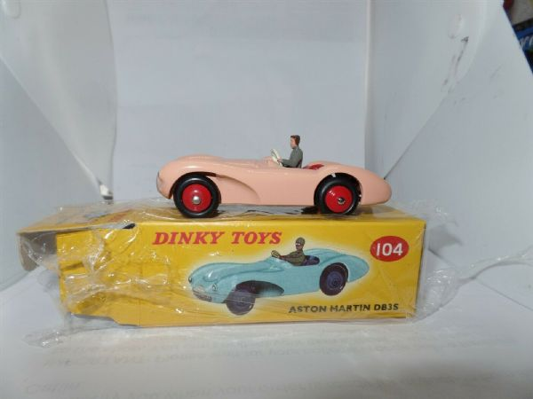 Atlas French Dinky 104 ASTON MARTIN DB3S IN PINK WITH DRIVER